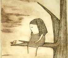 Chica en el árbol